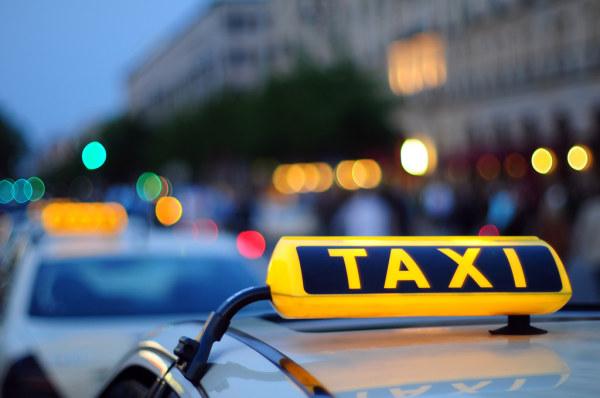 出租车霓虹灯该管管了