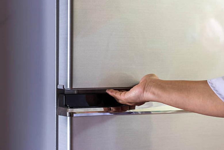 冰箱頂上少放雜物!轉給家里人看看