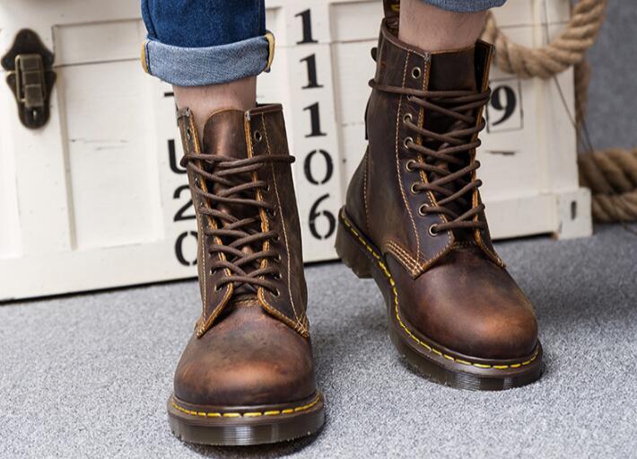军医做出了马丁靴