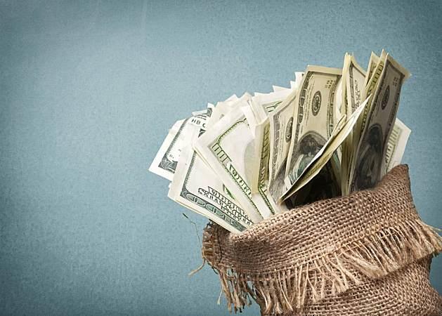 承诺一定要做到!带着钱去借钱……