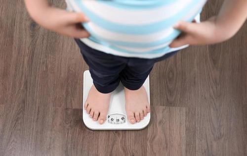 太胖的孩子容易多動和自閉