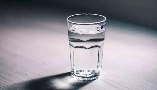 老人喝水有了最佳量