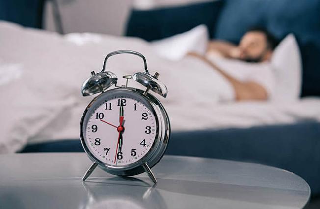 人为什么会越睡越累?